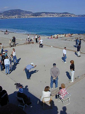 Pétanque - Pétanque players on the beach in Nice.