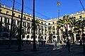 Placa Reial, Barcelona (2) (30465040263).jpg