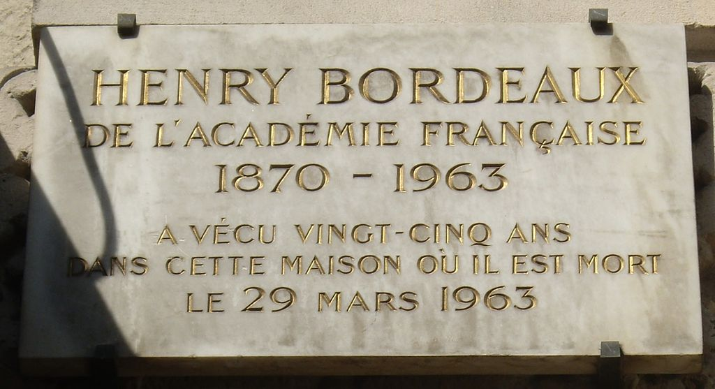 https://upload.wikimedia.org/wikipedia/commons/thumb/c/c2/Plaque_Henry_Bordeaux%2C_8_chauss%C3%A9e_de_la_Muette%2C_Paris_16.jpg/1024px-Plaque_Henry_Bordeaux%2C_8_chauss%C3%A9e_de_la_Muette%2C_Paris_16.jpg