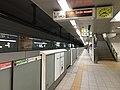 Platform of Nanakuma Station 5.jpg