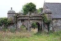 Plouaret, Manoir de Guernac'hanay, grand portail 01.JPG