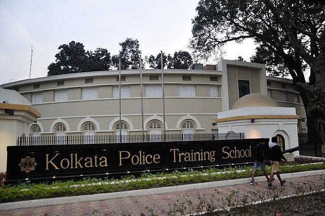 640px-Police_Training_School_-_247_AJC_Bose_Road_-_Kolkata_2015-02-07_2164.JPG (640×425)