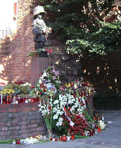 File:Pomnik Małego Powstańca.JPG
