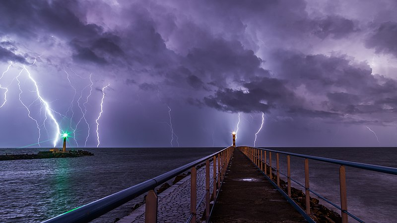 File:Port and lighthouse overnight storm with lightning in Port-la-Nouvelle.jpg