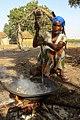 Préparation traditionnelle des noix de Cajou, île de Sipo, delta du Sine Saloum, Sénégal.jpg