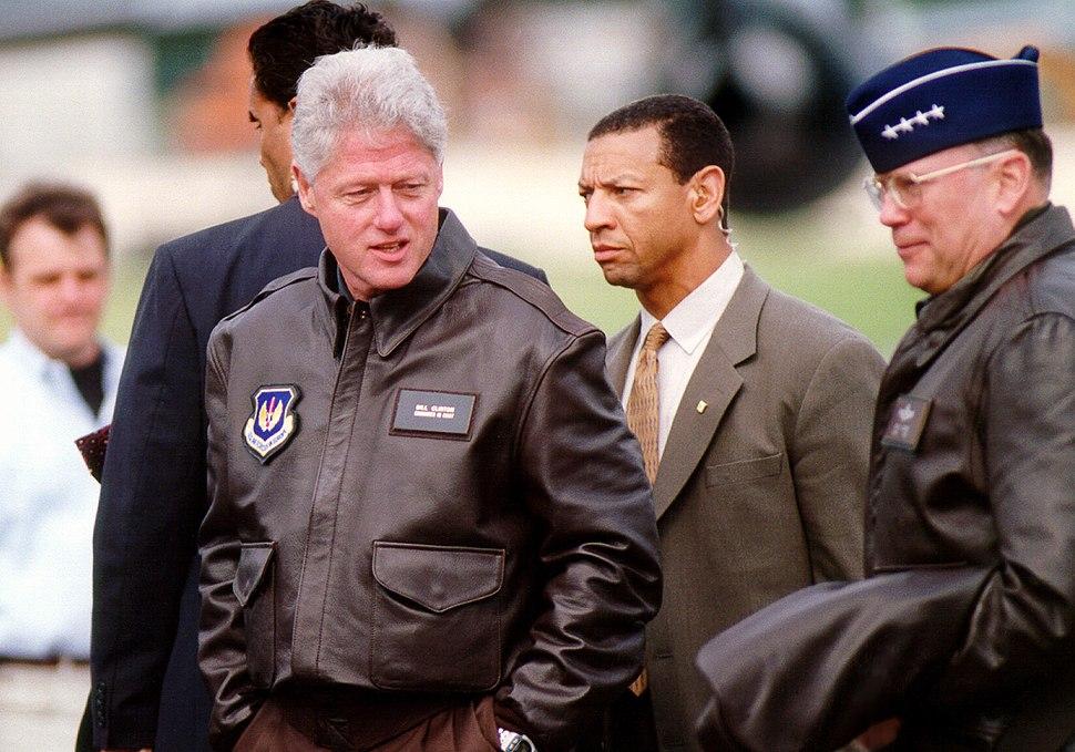 President Clinton by Molly Gilliam, 1999 (DOD 990505-F-7597G-005) (514619639).jpg
