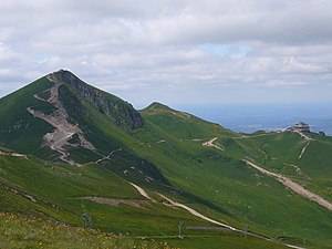 Puy de Sancy and cable car station.JPG
