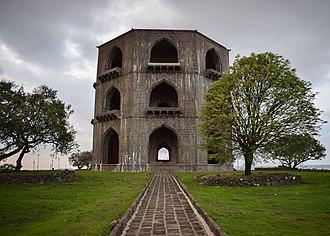 Deccan sultanates - Tomb of Salabat Khan II (Ahmednagar Sultanate)