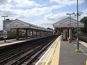 Ravenscourt Park tube station - Image: Ravenscourt Park stn eastbound Piccadilly look west