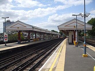 Ravenscourt Park tube station - Image: Ravenscourt Park stn eastbound Piccadilly look west
