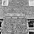 Rechter zijgevel, detail schouwfries als gevelsteen - Oostum - 20364354 - RCE.jpg