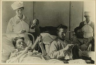 Occupational therapy - Occupational therapy during WWI: bedridden wounded are knitting.