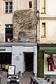 Reste de rempart dans un immeuble de la place Rallier-du-Baty, Rennes, France.jpg