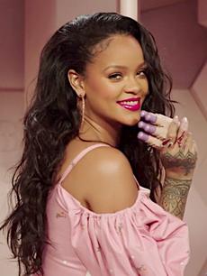 8b61ead01 Rihanna em uma campanha promocional em 2018.