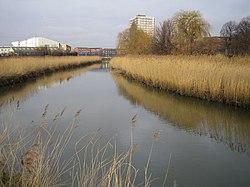 River Roding in Barking - geograph.org.uk - 322654.jpg