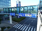 Ruzyně, letiště, Aviatická, lávka k Courtyard Marriott.jpg