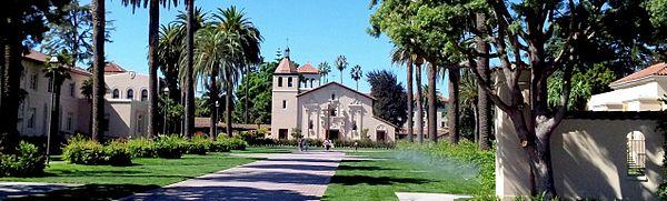 La Santan Clara Mission estas ĉe la koro de la historia kampuso de SCU.