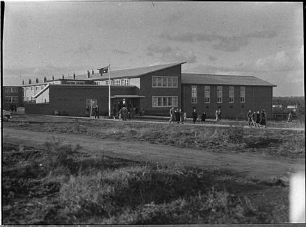 Newly constructed Kurri Kurri High School in 1956 SLNSW 126749 Opening new high school at Kurri Kurri.jpg