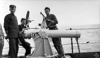 Anti-submarine mortar - Crew of SS Orca with British BL 7.5 inch Naval Howitzer, an anti-submarine mortar developed in 1917
