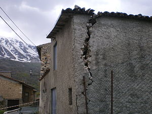 Ocre - A house damaged by the earthquake of 2009