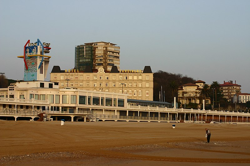 Archivo: Santander.Playa.Sardinero.jpg