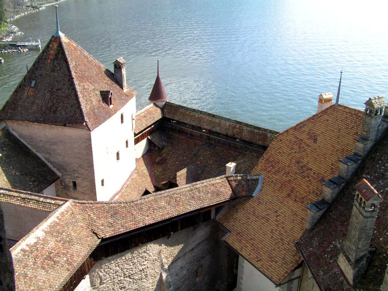 Fichier:Schweiz Schloss Chillon Innenansicht5.jpg
