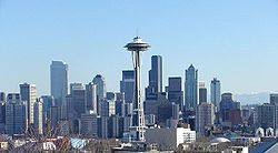 Downtown Seattle dari utara, tampak Space Needle