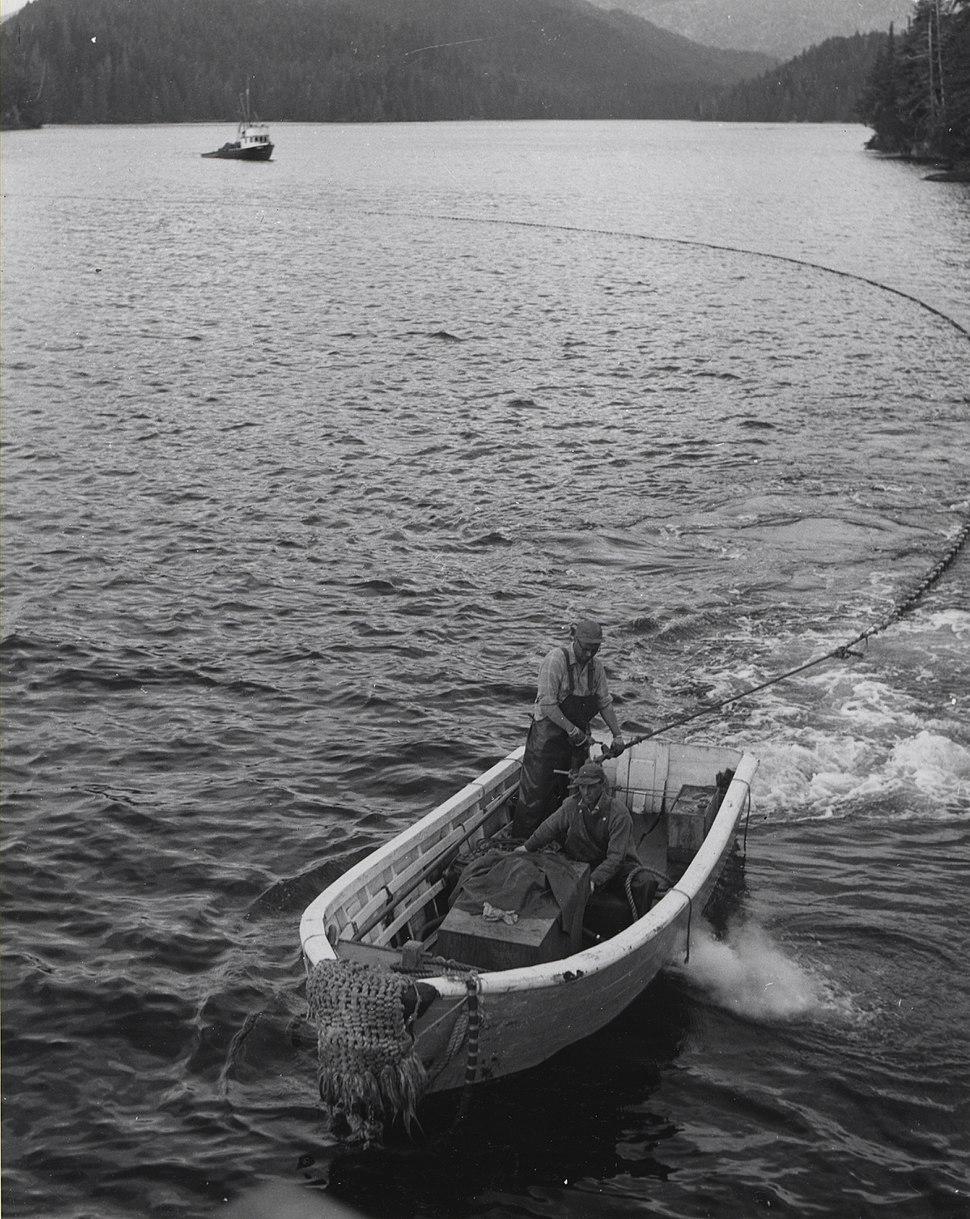 Seine skiff setting the net