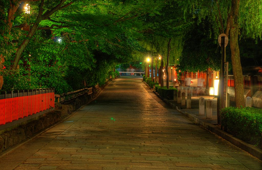 Shinmonzen Street in Gion