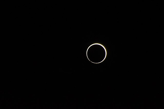File:Solar eclipse of December 12, 2019 in Marina Bay ...