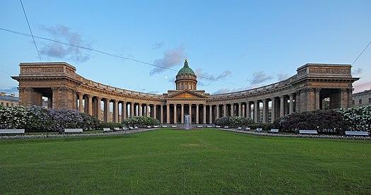 https://upload.wikimedia.org/wikipedia/commons/thumb/c/c2/Spb_06-2012_Nevsky_various_02.jpg/525px-Spb_06-2012_Nevsky_various_02.jpg