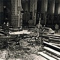 St-Servaaskerk Maastricht, omlaag gestorte kroonluchter bij brand 1955 (1).jpg