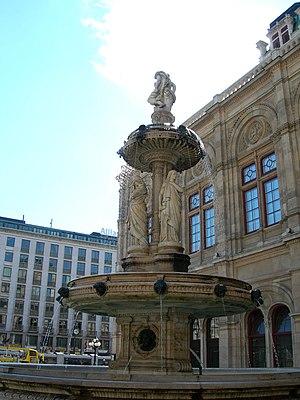 Staatsoper_fountain_Vienna_Aug_2006_085.jpg