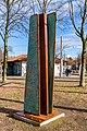 Stele der Umarmung (Freiburg Lehen) jm88051.jpg