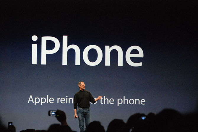 iPhone presented by Steve Jobs