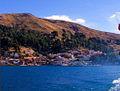 Sur lac Titicaca, Vue de Copacabana.jpg