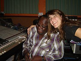 Mad Professor en Victoria Quinn in zijn studio in 2007