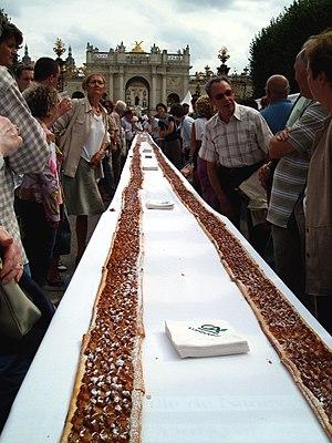 Mirabelle plum - Longest tarte aux mirabelles in the world (206.31 meters, or 4000 portions), Nancy, Place de la Carrière, 2 September 2006.