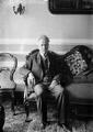Teófilo Braga, Presidente do Governo Provisório, retratado em sua casa, 1910.png