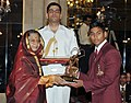 The President, Smt. Pratibha Devisingh Patil presenting the Arjuna Award for the year-2011 to Naib Subedar Katulu Ravi Kumar for Weightlifting, in a glittering ceremony, at Rashtrapati Bhavan, in New Delhi on August 29, 2011.jpg
