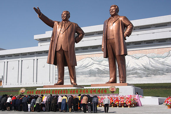 The statues of Kim Il Sung and Kim Jong Il on Mansu Hill in Pyongyang (april 2012).jpg