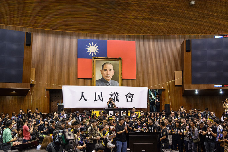 Tập tin:The student leaders inside the occupation said they will leave the Legislative Yuan on Thursday 10 April.jpg