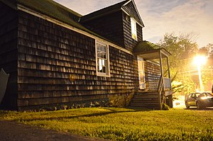 Thomas Dodge Homestead - Image: Thomas Dodge Homestead at night