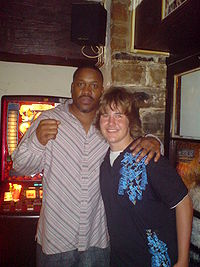 Tim Witherspoon (à gauche)
