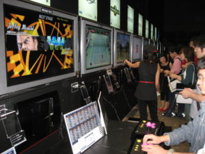 Gamers play Sony's PS3 in TGS 2006
