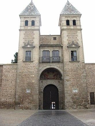 Puerta de Bisagra Nueva - Image: Toledotower