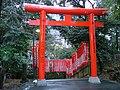 Torii gate, Tokyo.jpg