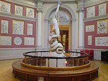 Questa immagine ha l'attributo alt vuoto; il nome del file è 220px-UCL_Flaxman_Gallery_and_sculpture.jpg