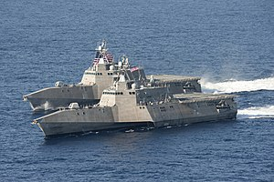 USS Independence (LCS-2) a USS Coronado (LCS-4)