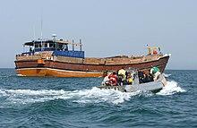 Una nave sospetta sta per essere bloccata in acque internazionali.